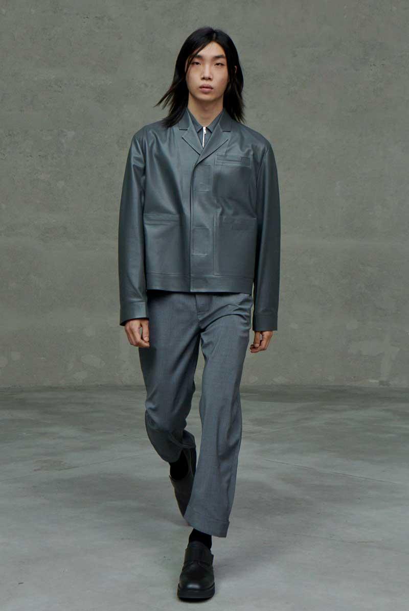 Tendenze moda uomo primavera estate 2021: giubbotti in pelle per lui. Photo: courtesy Prada