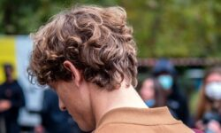 Tendenze capelli uomo 2021. Non abbiamo più paura del volume nei capelli!