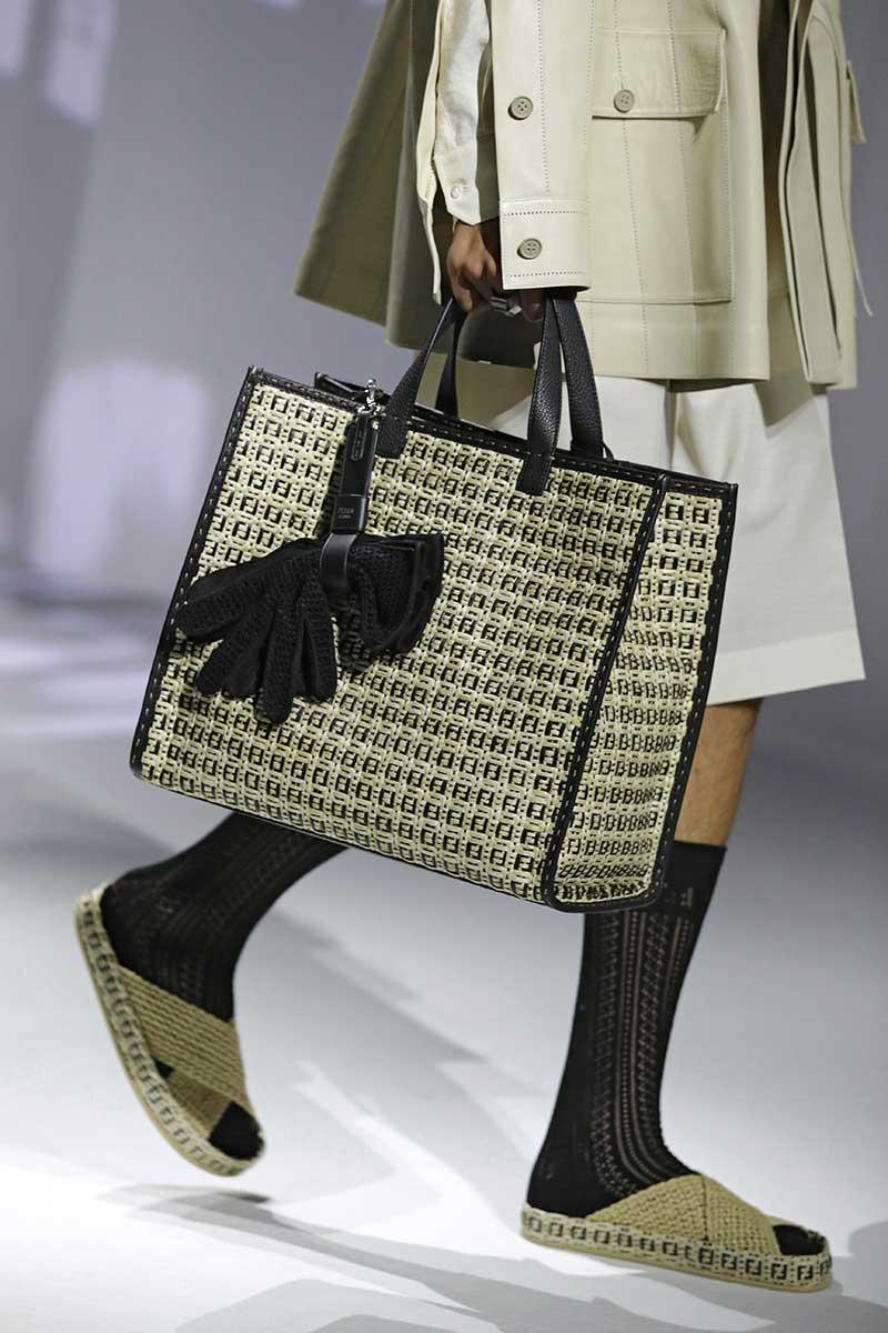 Tendenze moda uomo primavera estate 2021. Sandali con i calzini? Ecco come portarli! - Photo: courtesy of Fendi