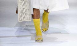 Tendenze moda uomo primavera estate 2021. Sandali con i calzini? Ecco come portarli!
