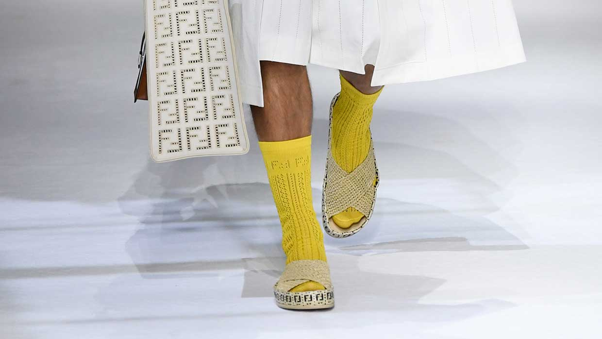 Tendenze moda uomo primavera estate 2021. Sandali con i calzini? Ecco come portarli! - Photo: courtesy of Fendi