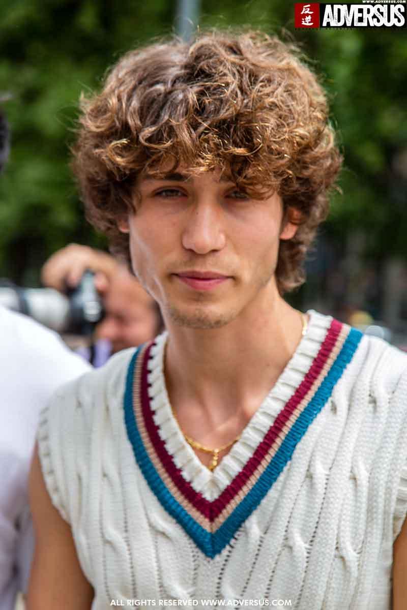 Tendenze tagli di capelli uomo estate 2021. Foto Charlotte Mesman