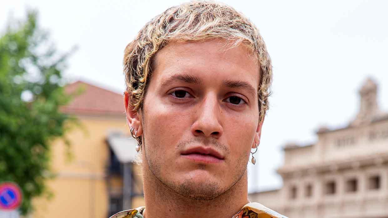 Idee e nuove tendenze tagli di capelli uomo 2021. Uomini e capelli biondi? Ecco qualche idea... - Foto Charlotte Mesman