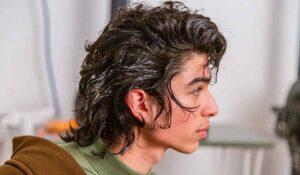 Tendenze tagli di capelli uomo inverno 2021. Novità (molto sconvolgente): il Wolf Cut!