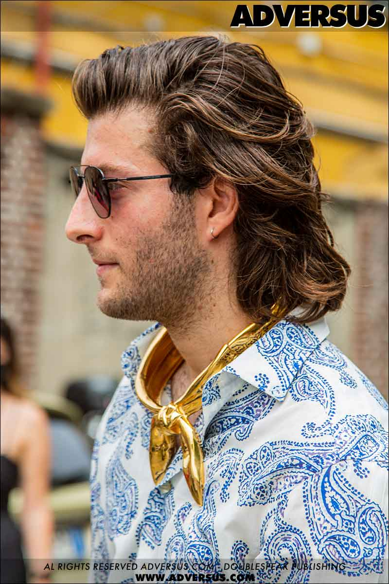 Tendenze tagli di capelli uomo 2021. Il modo migliore per portare un taglio di capelli più lungo e scalato - Foto Charlotte Mesman