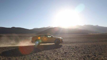 Lamborghini Urus sfida la strada motorabile più alta del mondo in India
